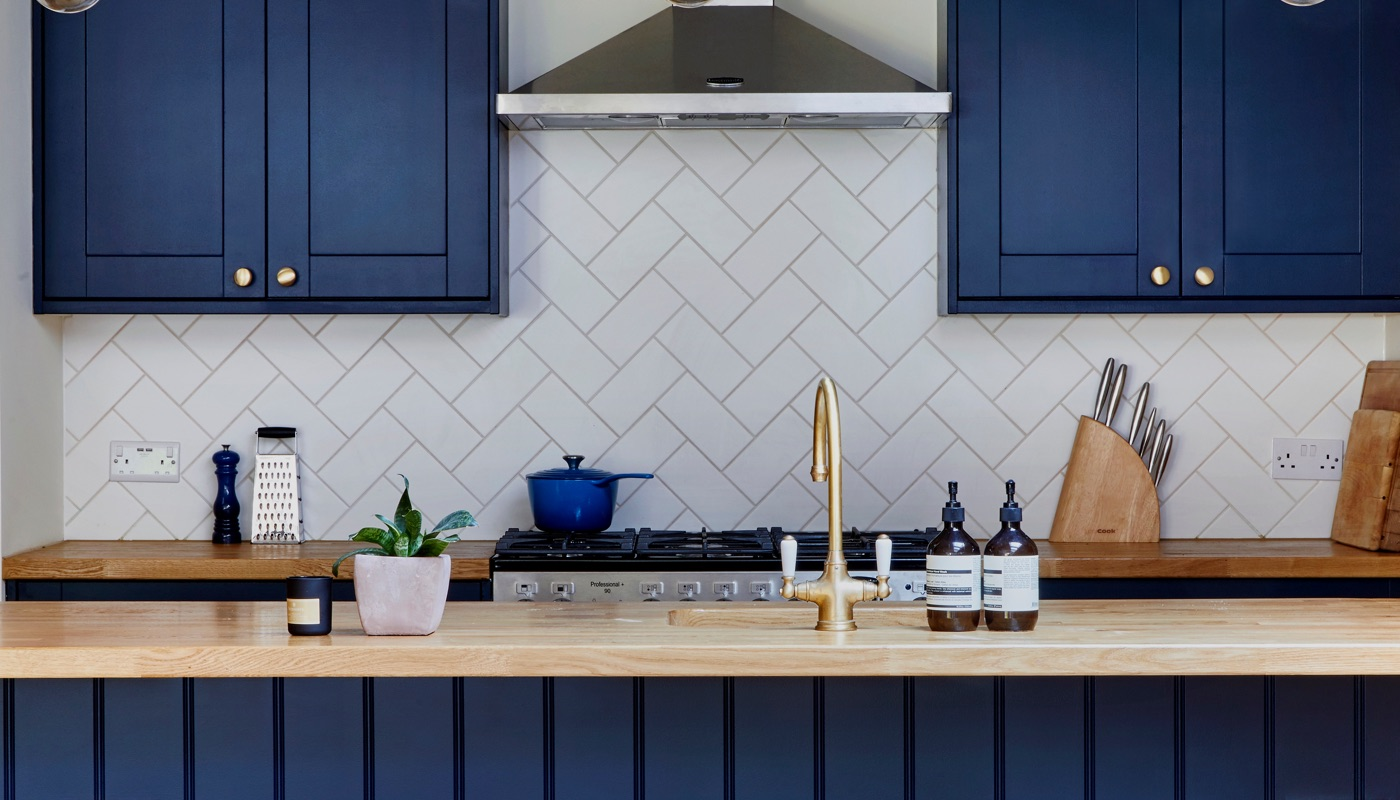 Blue shaker kitchen in Wandsworth by Holland Street Kitchens