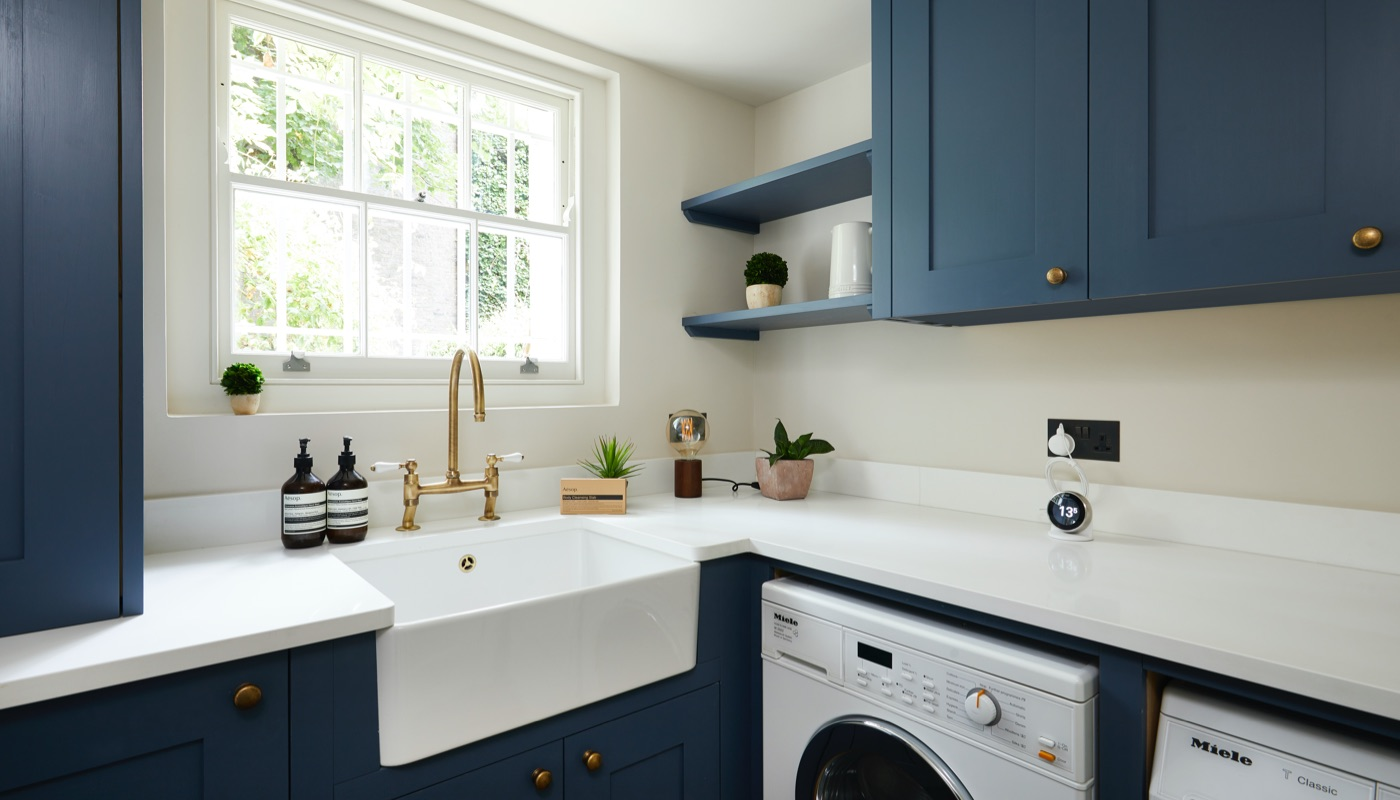 Shaker style kitchen in Kensington designed and build by Holland Street Kitchens