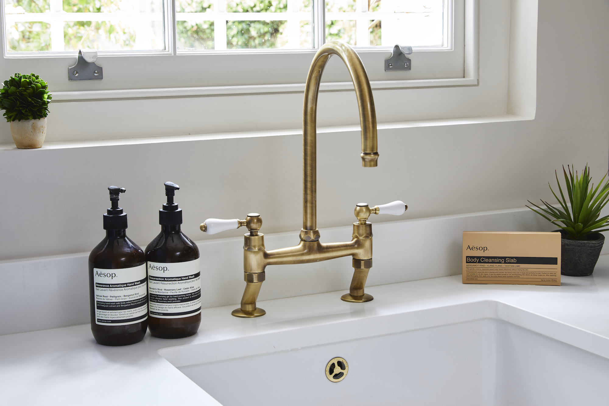 Luxury aged brass tap elevates the bespoke kitchen scheme in Holland Street Kitchens project