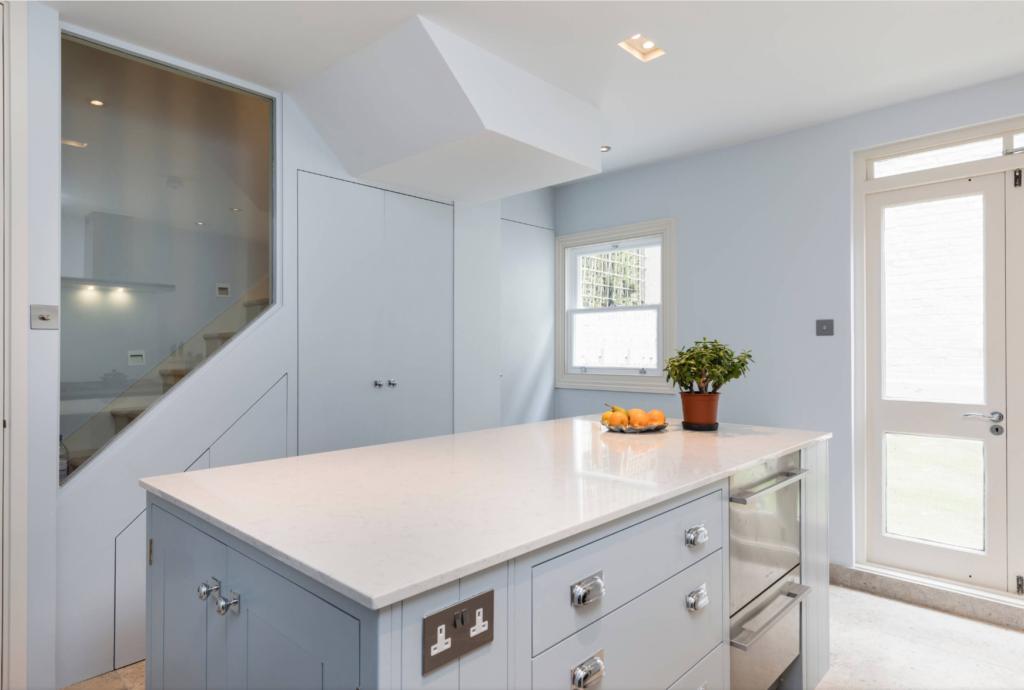 Kitchen with quartz worktop